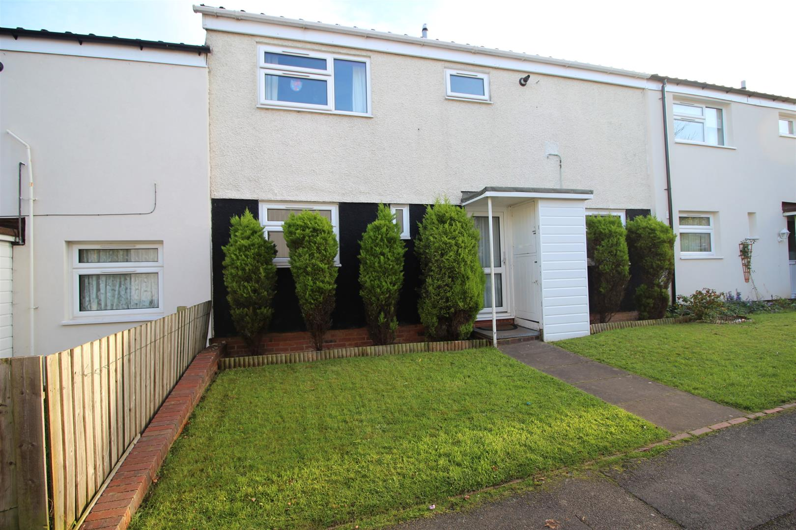3 Bedrooms Terraced House for sale in Longdon Close, Redditch